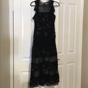 Maxi dress with lace
